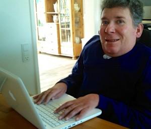 Både min computer og min Ipad er nogle af mine vigtigste arbejdsredskaber og hjælpemidler i hverdagen.