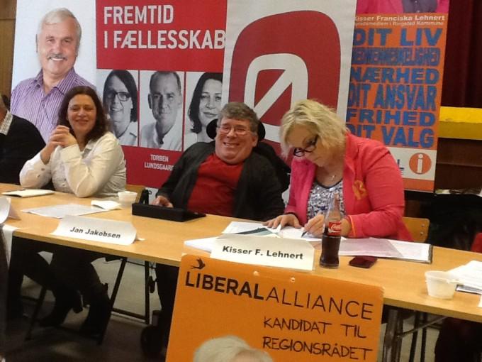 Foto med politikere i panel fra valgkampen op til kommunevalget i 2013